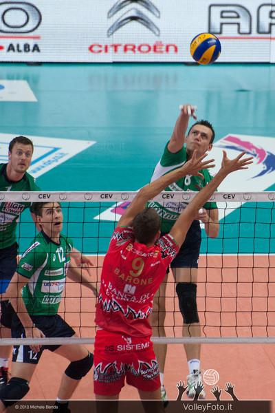 Emanuel KOHUT attacca contro Rocco BARONE a muro
