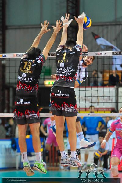 Goran VUJEVIC, Simone BUTI, muro
