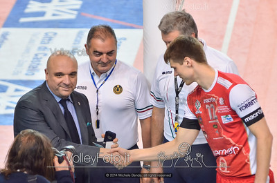 Gert VAN WALLE, riceve il Grifo d'argento della Provincia di Perugia da Roberto Bertini, Assessore