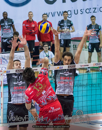 Goran VUJEVIC, attacco, Luciano DE CECCO, Alessandro FEI, muro