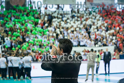 il Presedente Gino Sirci applaude i tifosi di Perugia