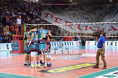 Perugia, sullo sfondo la bandiera dei Sirmaniaci