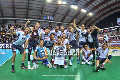 Vero Volley Monza foto di gruppo finale per la vittoria