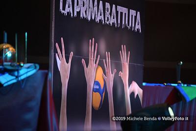 """""""La prima battuta"""" evento di presentazione del 75º campionato Lega Pallavolo Serie A IT, 18 luglio 2019. Foto: Michele Benda per VolleyFoto.it [riferimento file: 2019-07-18/NZ6_1009]"""
