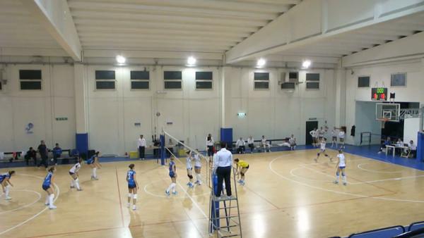 Un lungo scambio nel secondo set sul punteggio di 13-8 per Gricignano New Volley Gricignano - Edilizia Passeri e Edil Rossi Bastia 7ª Giornata Andata - Campionato Italiano di Volley Femminile Serie B1 (girone D) 2012/13