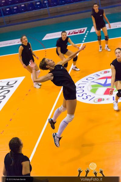 Claudia Gaudenzi, attacco