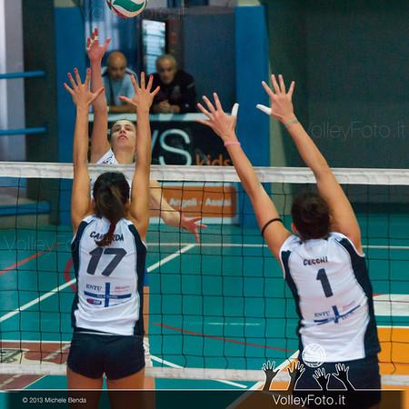 Elisa Mezzasoma attacco - Alessandra Camarda e Ilenia Cecchi muro
