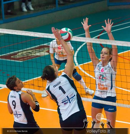 Ilenia Cecchi attacca contro Martina Tiberi a muro