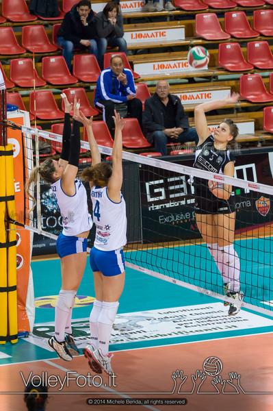 Jessica Puchaczewsski, attacco