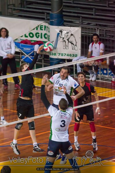Lorenzo Merli, attacco