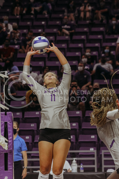 Shelby Martin sets the ball for teammate Abigail Archibong during the Kansas State volleyball game against Iowa State at Bramlage Coliseum on Sept. 26, 2020. (Sophie Osborn | Collegian Media Group)