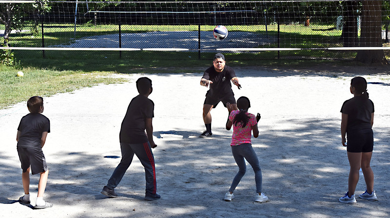 Vannak Kong (middle facing front) conducting a free volleyball clinic for kids L-R, Cash Wilder 8, Nathan Villa 11, Nadiyah Lam 11, and Tila Khat-Tek 13 all from Lowell. SUN/David H. Brow