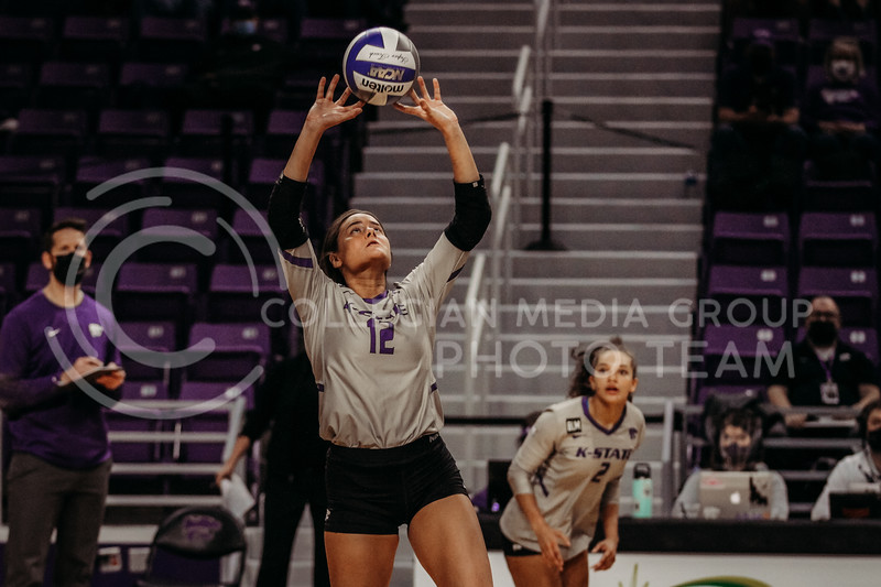 Sophomore Loren Hinkle sets the ball up during the March 14, 2021 volleyball game against Saint Louis University. (Sophie Osborn   Collegian Media Group)