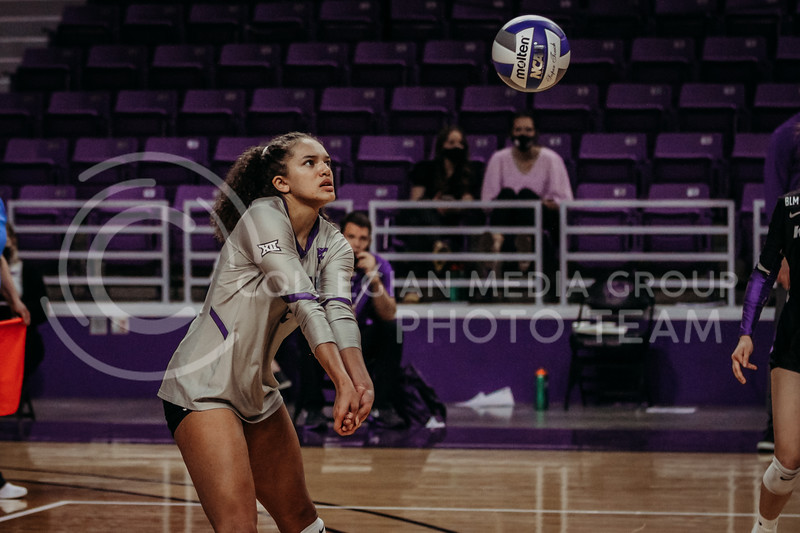 Freshman Aliyah Carter concentrates on the ball during the March 14, 2021 volleyball game against Saint Louis University. (Sophie Osborn   Collegian Media Group)