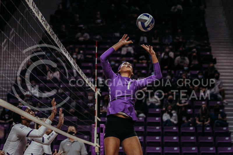 Sophomore setter Teana Adams-Kaonohi sets the ball to a teammate during the Nov. 14, 2020 game against Texas Christian University. (Sophie Osborn | Collegian Media Group)