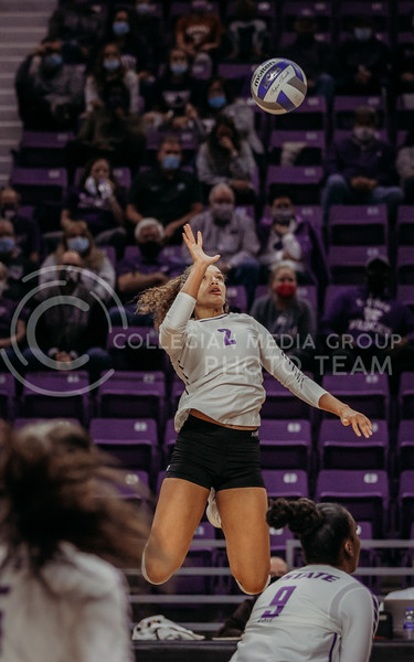 Aliyah Carter eyes the ball during the Kansas State volleyball game against Texas at Bramlage Coliseum on Oct. 17, 2020. (Sophie Osborn | Collegian Media Group)