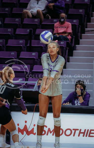 Aliyah Carter readies to pass the ball during the game against Oklahoma on Oct. 22, 2020. (Sophie Osborn | Collegian Media Group)