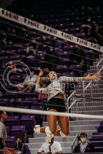 Aliyah Carter looks to hit during the game against Oklahoma on Oct. 22, 2020. (Sophie Osborn | Collegian Media Group)