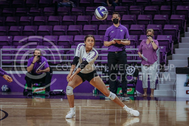 Sophomore Loren Hinkle looks to pass during the game against Texas State on March 4, 2021 game at Bramlage Coliseum. (Sophie Osborn   Collegian Media Group)