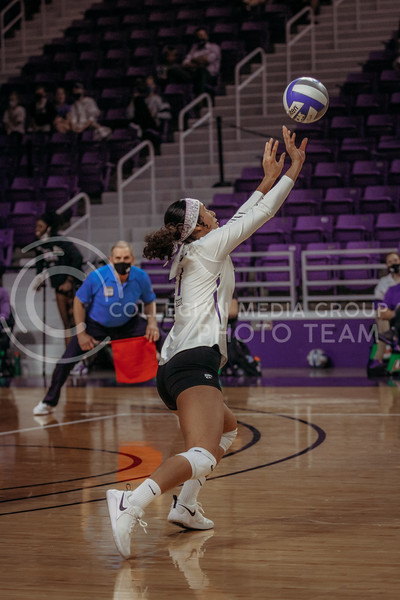 Sophomore setter Teana Adams-Kaonohi sets the ball during the game against Texas State on March 4, 2021 game at Bramlage Coliseum. (Sophie Osborn   Collegian Media Group)