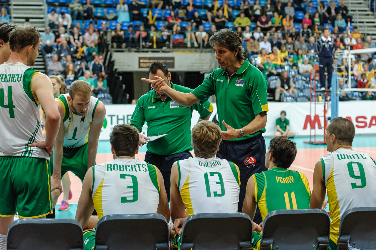 Australian coach Jon Uriarte, assistant coach Dan Illot and the Australian team during a timeout.