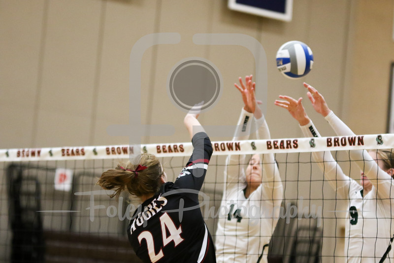 New Mexico St. middle hitter Lexi May (24)