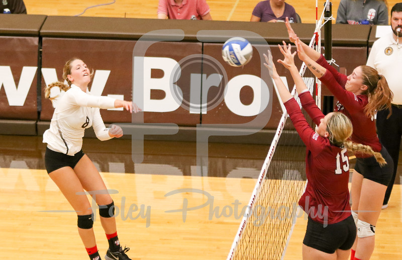 New Mexico State middle hitter Hannah Combs (15)
