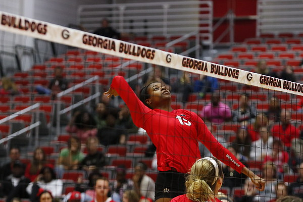 Georgia's Majesti Bass (19) during the Bulldogs' match against UCF at Ramsey Student Center in Athens, Ga., on Wednesday, Nov. 29, 2017. (Photo by Steffenie Burns)