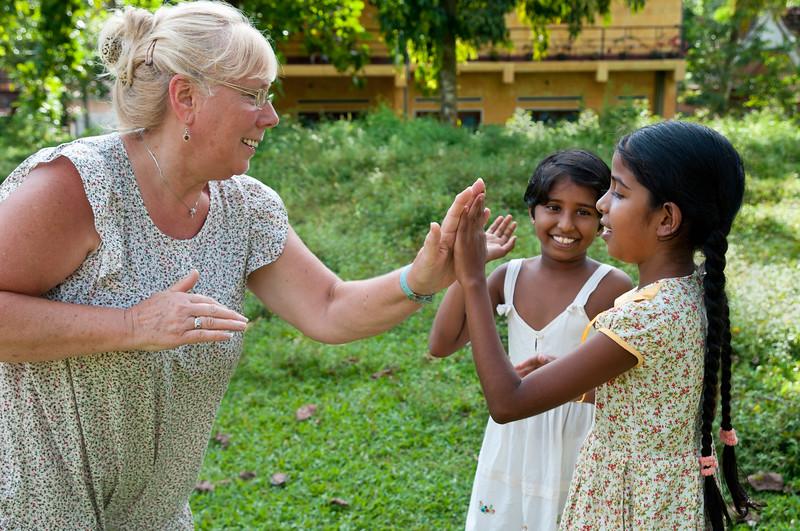 Volunteer spends time with neighborhood girls.