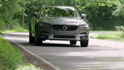 2017 Volvo V90 Cross Country T6 AWD Driving Reel