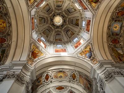 Sous la coupole de la cathédrale