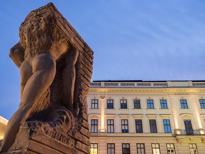 Le monument contre la guerre et le fascisme, place Albertina