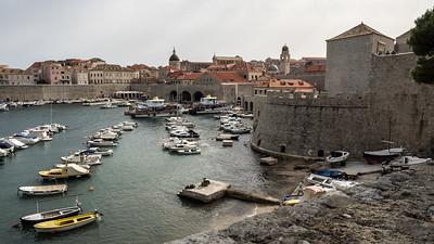 La vieille ville de Dubrovnik et son peit port