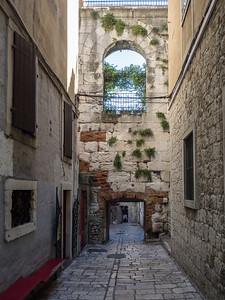 Dans une ruelle du Palais