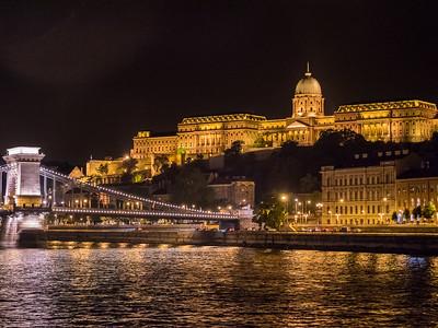 Le pont des Chaînes et le Palais royal