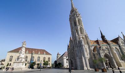 L'église Mathias et la place de la Trinité
