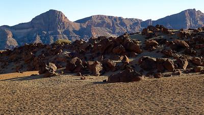 Au fond, les bords de l'ancien cratère