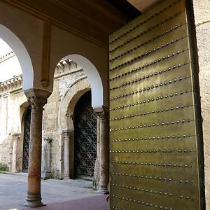 Une des portes d'entrée de la Mezquita