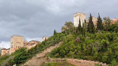 L'Alhambra sur son éperon rocheux