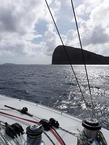 La haute falaise qui donne le nom à cette île : Coin de Mire