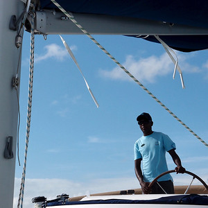 Le skipper du catamaran
