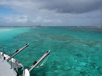 Au mouillage, à l'abri de la barrière de corail