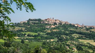 La ville de Montepulciano, perchée sur une colline