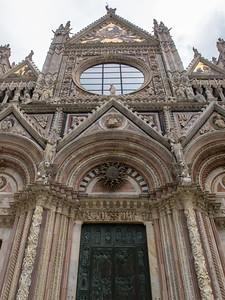 La façade de la cathédrale