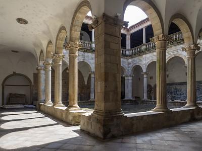 Le cloître de la cathédrale de Viseu