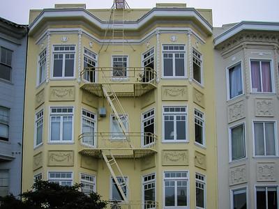 Les échelles de sécurité gâchent cette façade !