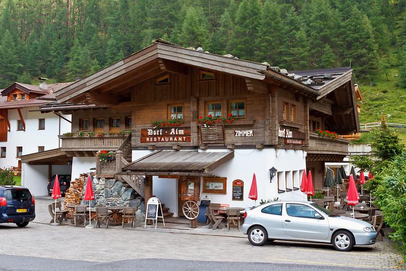Pension Dorf-Alm in Obergurgl. Prima slapen & eten!  Weblink: http://www.dorf-alm.com