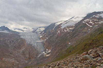 UItzicht op de gletsjer wordt steeds mooier. Het weer wordt iets minder.