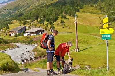 Begin wandeling, van pension Dorf-Alm naar het Ramolhaus, ca. 1200 m stijgen naar iets meer dan 3000 m...  In ieder geval mooi weer!!!
