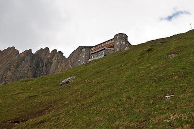 De contouren van de Neue Sajathütte worden steeds beter zichtbaar.